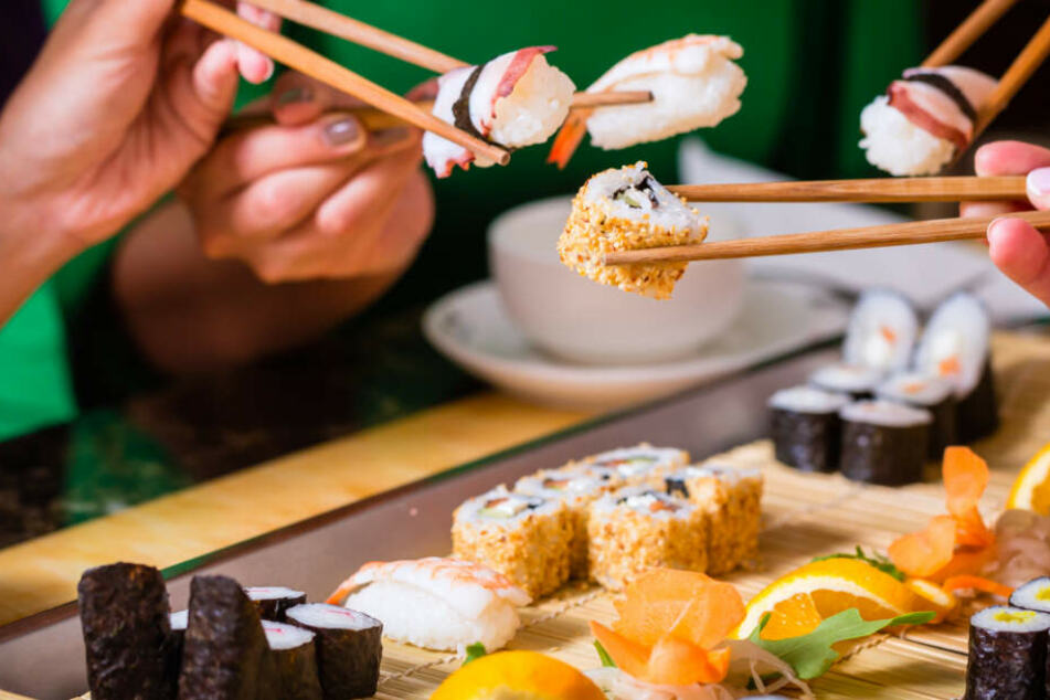 Der Sushi-hersteller in Knautnaundorf hat alle Mitarbeiter freigestellt. (Symbolbild)