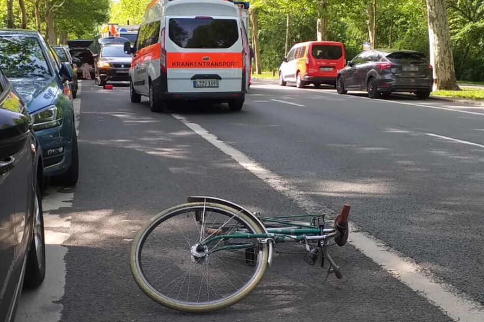 Auf der Leipziger Karl-Tauchnitz-Straße hat sich am Donnerstagvormittag ein weiterer schwerer Fahrradunfall ereignet.