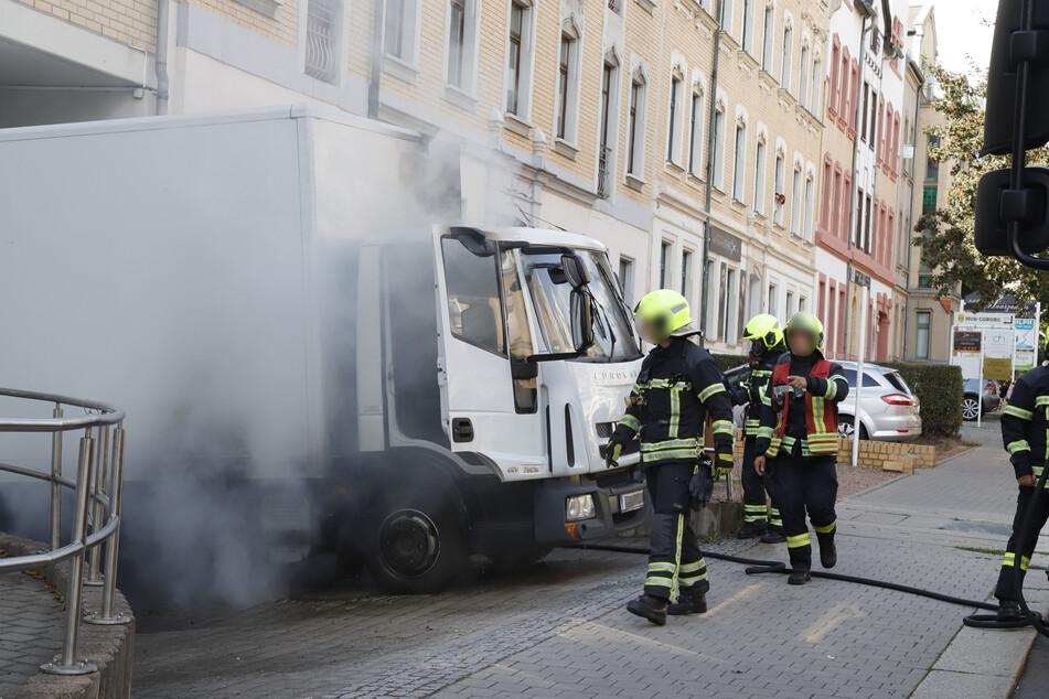 In der Yorckstraße in Chemnitz brannte am Montag ein Laster.