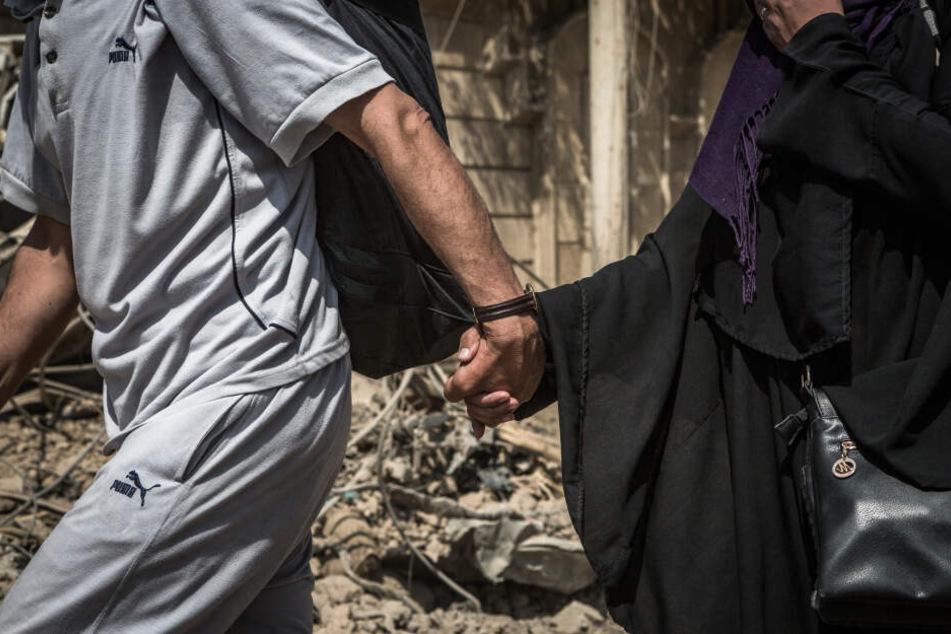 Das Mädchen aus Sachsen-Anhalt soll einen IS-Kämpfer geheiratet haben. (Symbolbild)