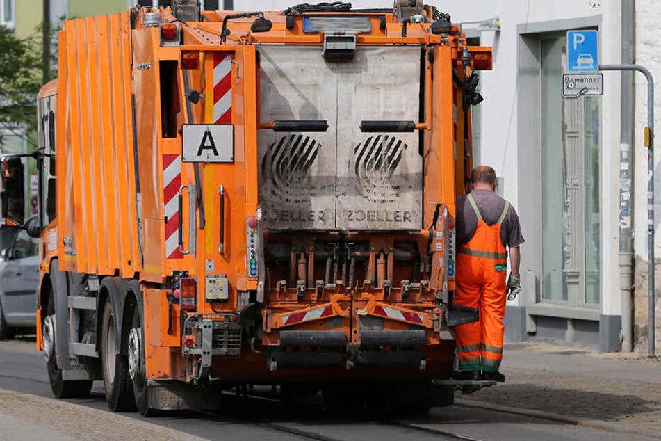 In Rohrbach kam am Montag ein Müllman bei einem Unfall ums Leben (Symbolbild)..