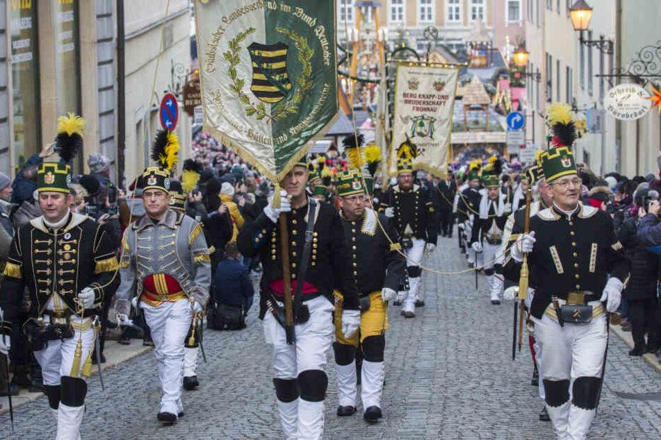 Tausende Besucher bei der Abschlussbergparade im Erzgebirge