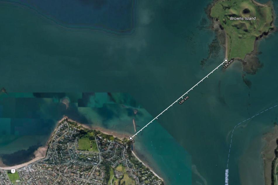 Eine Frau war auf der Insel Browns gestrandet. Die liegt nur knapp zwei Kilometer vom Festland entfernt. Hätte sie da nicht vielleicht schwimmen können?