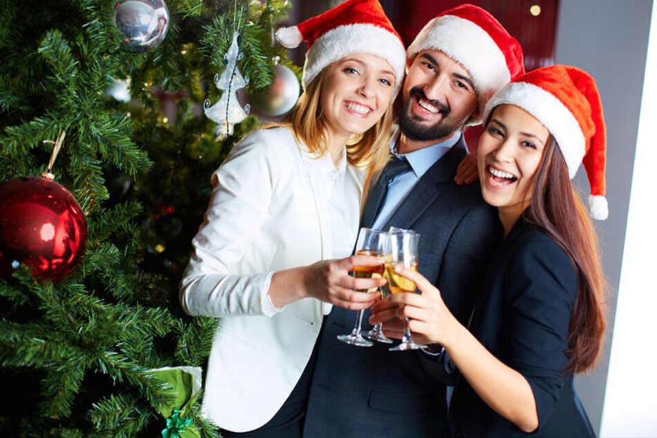 Champagner darf auf der Weihnachtsfeier natürlich auch nicht fehlen.