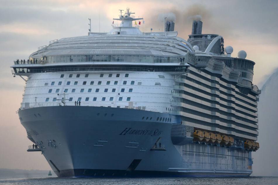 """Das Kreuzfahrtschiff """"Harmony of the Seas"""" der Reederei Royal Caribbean. Von einem ähnlichen Typ Schiff stürzte Chloe Wiegand in die Tiefe."""