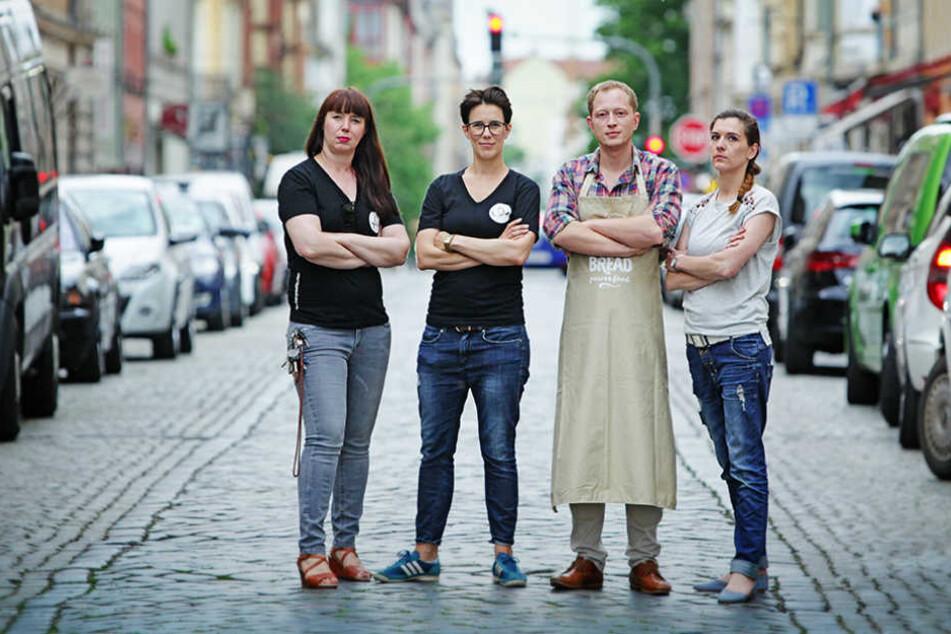 Simone (v.l.) und Susanne Meyer-Götz von Curry&Co, Stefan Flügge von King`s  Bread und Sandy Kreibig vom Cafe Blumenau ärgern sich über die Stadt.