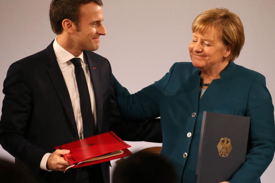 Frankreichs Präsident Emmanuel Macron und Kanzlerin Angela Merkel haben den Freundschaftsvertrag unterzeichnet.