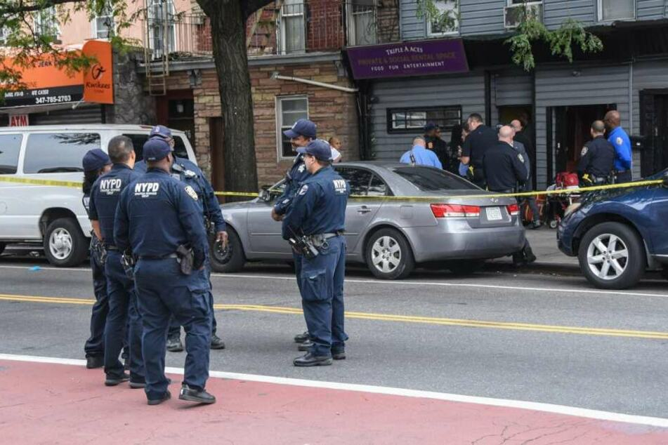 In einem offenbar illegalen Club für unerlaubtes Glücksspiel wurden am Samstag vier Männer erschossen.