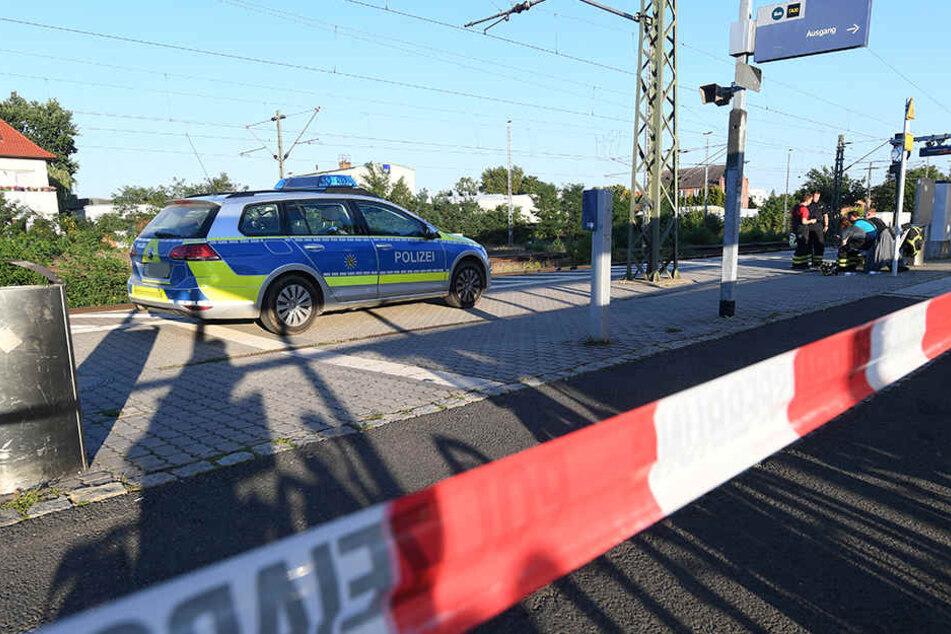 Einsatzkräfte sperrten den Unteren Bahnhof Delitzsch nach dem tragischen Unglück ab.