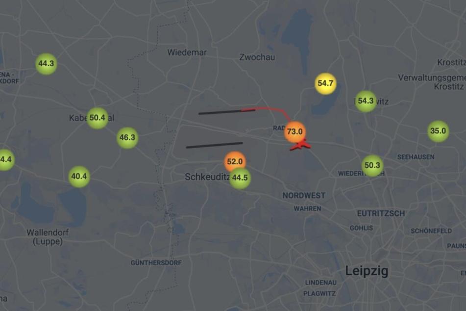 Deutlich zu sehen: Während von der nördlichen Start- und Landebahn ein Flugzeug abhebt, liegen die Messpunkte Papitz, Radefeld und Wolteritz nicht mehr im grünen Bereich.