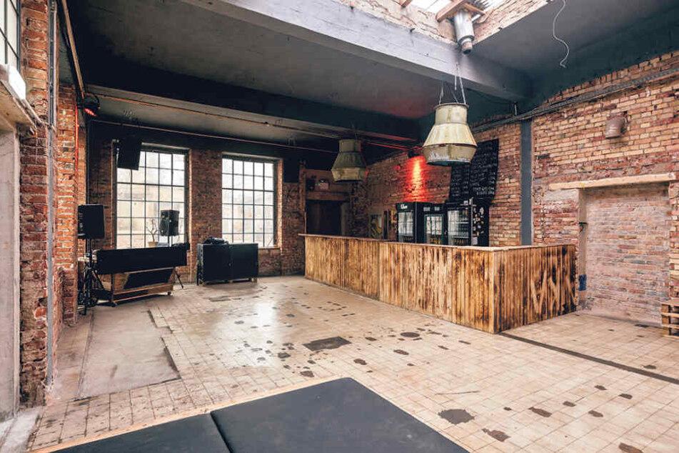 """Der neue Club im Industrieglände """"objekt klein a"""" wartet mit morbiden  Industriecharme und zwei Floors auf."""