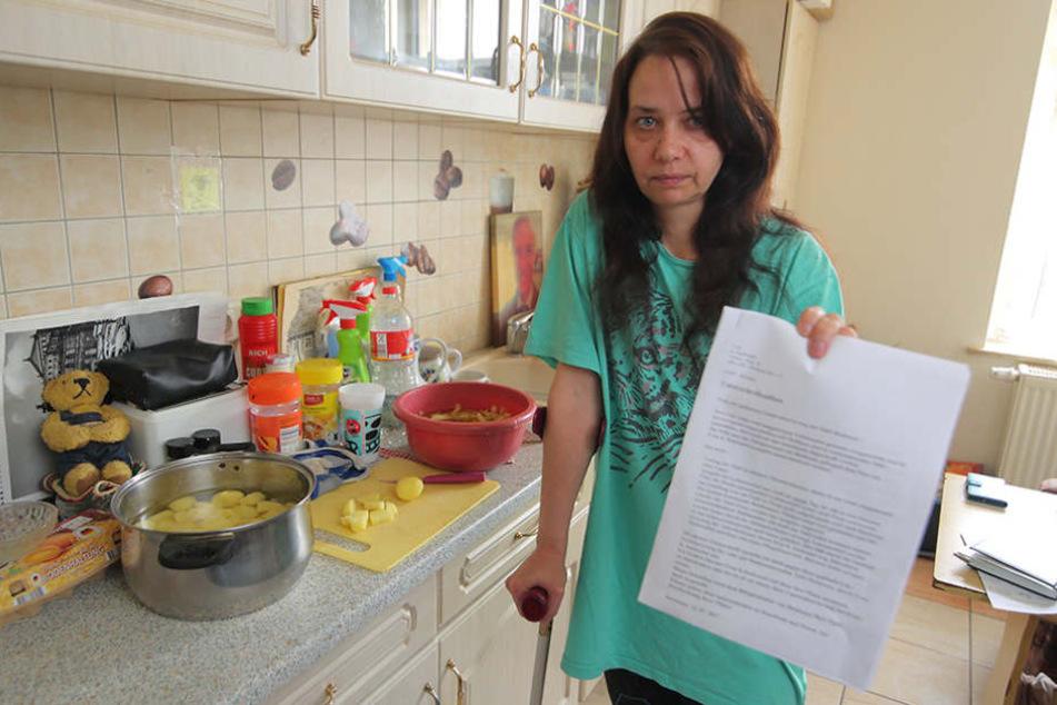 Die Schwerbeschädigte Madeleine Petereit (46) kämpft  um den Erhalt der Heidenauer Tafel.