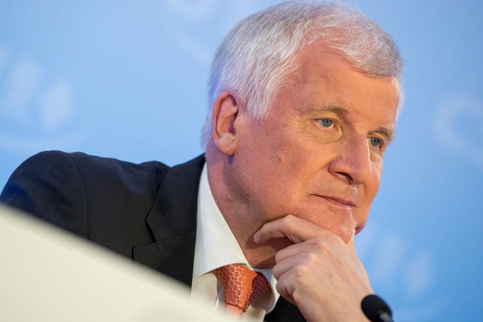 CSU-Chef Horst Seehofer will dem öffentlich-rechtlichen Rundfunk an den Kragen.