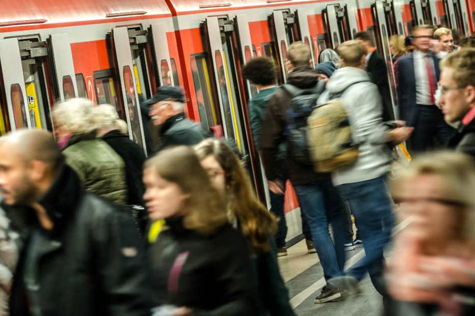 Pendler haben jetzt das Nachsehen: Zwischen Köthen, Magdeburg und Halle (Saale) kommt es noch bis zum Wochenende zu Verzögerungen. (Symbolbild)