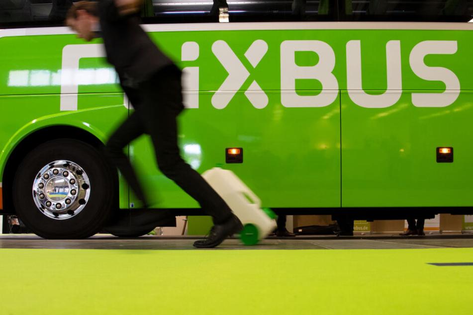Das Unternehmen Flixbus hat reagiert und den Fahrer vom Dienst suspendiert . (Symbolbild)