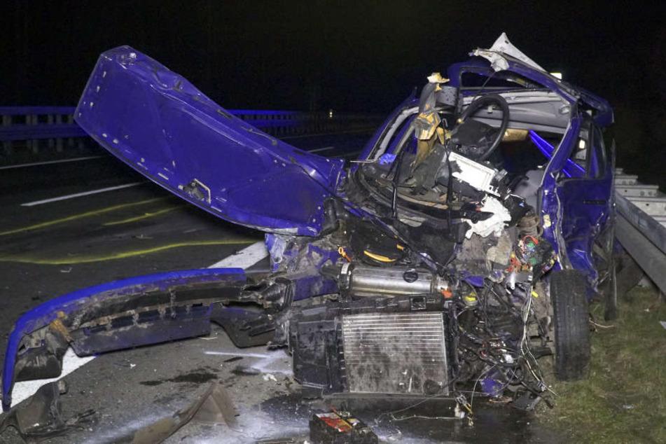 Ein Auto ist am Dienstagabend auf der Bundesstraße 68 bei Bramsche (Kreis Osnabrück) in eine Unfallstelle gefahren.