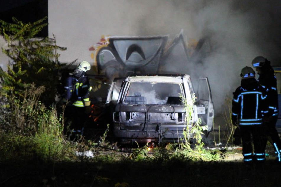Im Leipziger Westen brannte am Freitagabend ein Auto aus.