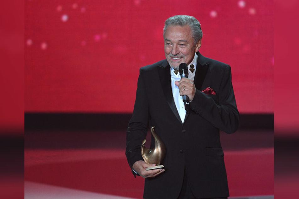 """Im letzten Jahr durfte sich Karel Gott (78) in Leipzig über die """"Goldene Henne"""" für sein Lebenswerk freuen."""