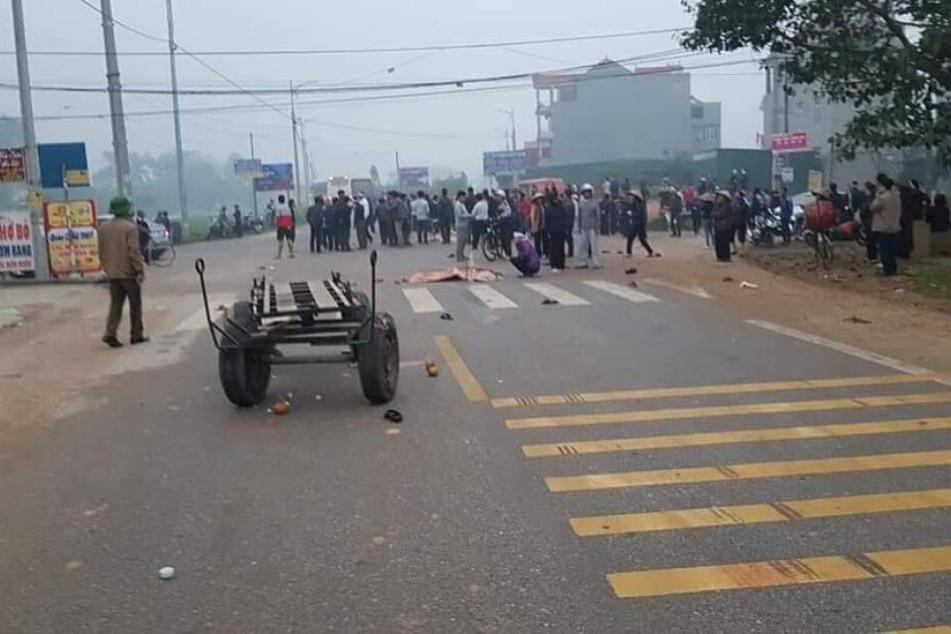 Bus rast in Trauergemeinde: Sieben Menschen sterben