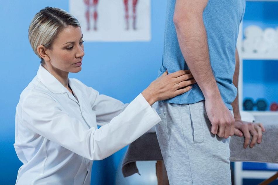 Der Rücken bereitet vielen Arbeitnehmern Schmerzen.