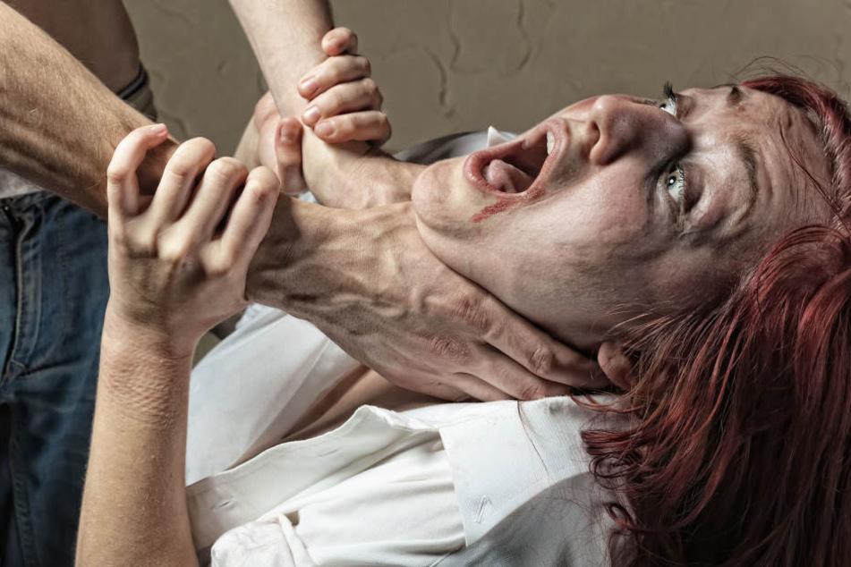 Ehefrau mit Hammerschlägen und durch Würgen ermordet