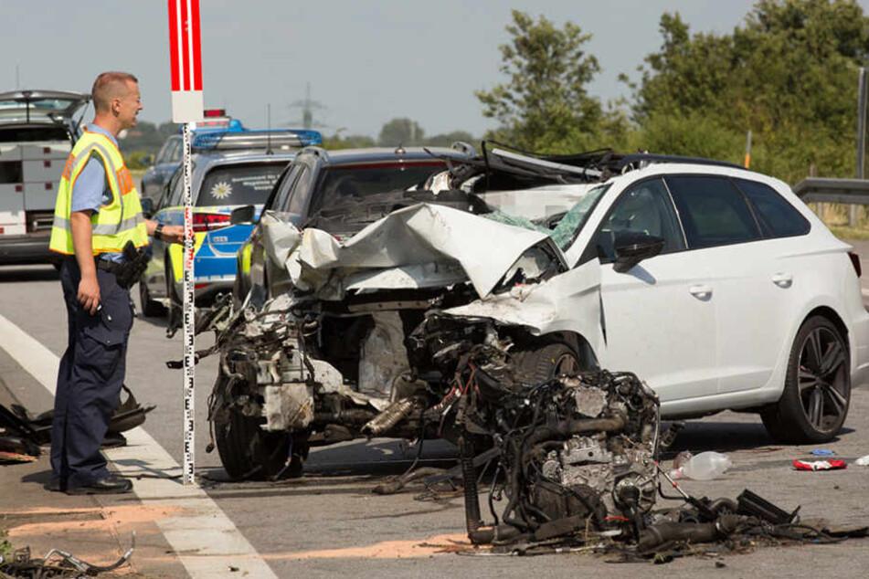 Der 28-jähriger Autofahrer kam bei dem Unfall ums Leben.