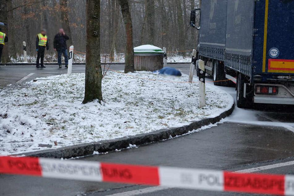Der tote Trucker wurde neben seinem Lkw gefunden.