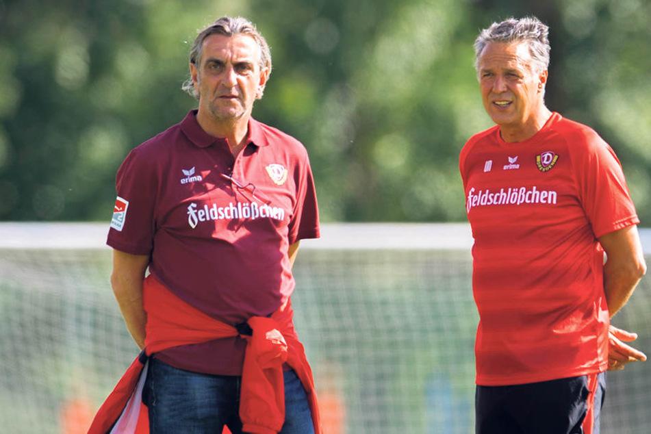 Geschäftsführer Ralf Minge (l.) und Trainer Uwe Neuhaus wollen in der Stürmerfrage keinen Schnellschuss.