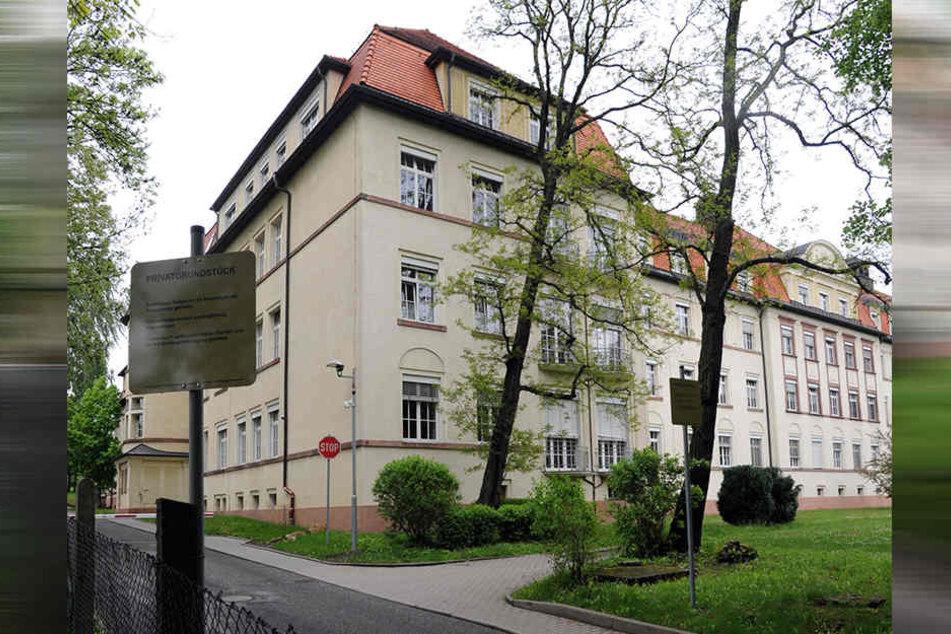 Direkt in der Frauenklinik an der Flemmingstraße im Haus A vertickte die Frau Crystal.