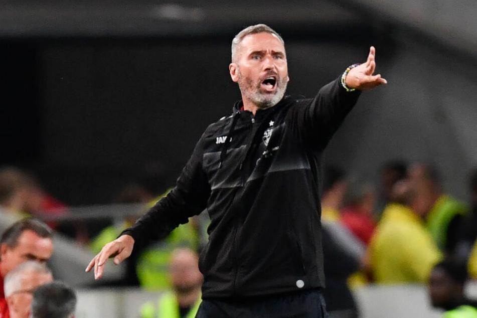 Tim Walter (Foto), Cheftrainer des VfB Stuttgart, ist sich sicher, dass Hamadi Al Ghaddioui aus seinem Formloch rauskommt.