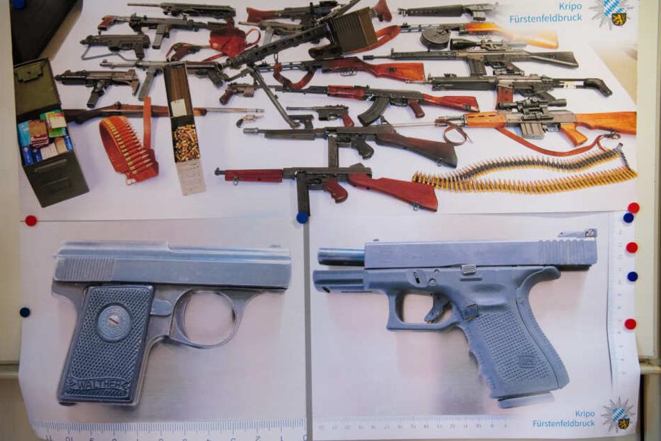 Auf Fotos zeigt die Polizeiinspektion Fürstenfeldbruck während einer Pressekonferenz sichergestellte Waffen, darunter die beiden Tatwaffen (unten).