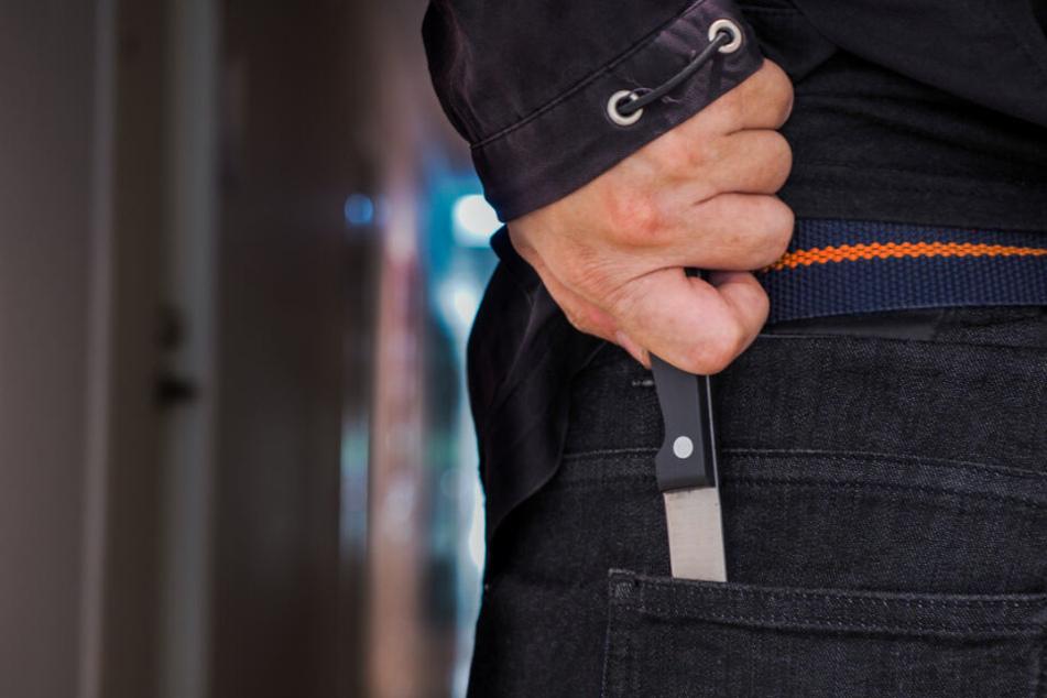 Plötzlich zückte der Täter ein Messer (Symbolfoto).