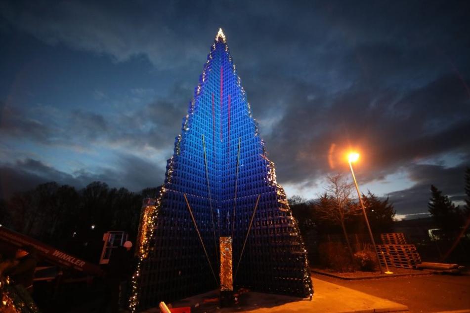 Weltrekord! Hier steht ein Weihnachtsbaum aus tausenden Getränkekisten