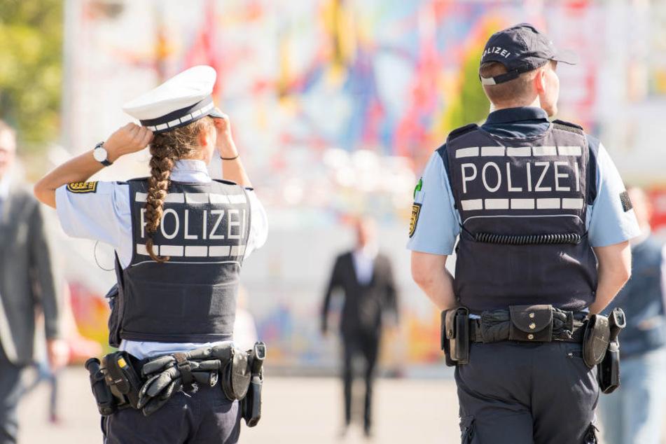Nach der Suchaktion erschien der Kleine mit seiner Mutter beim Polizeiposten in Abtsgmünd. (Symbolbild)