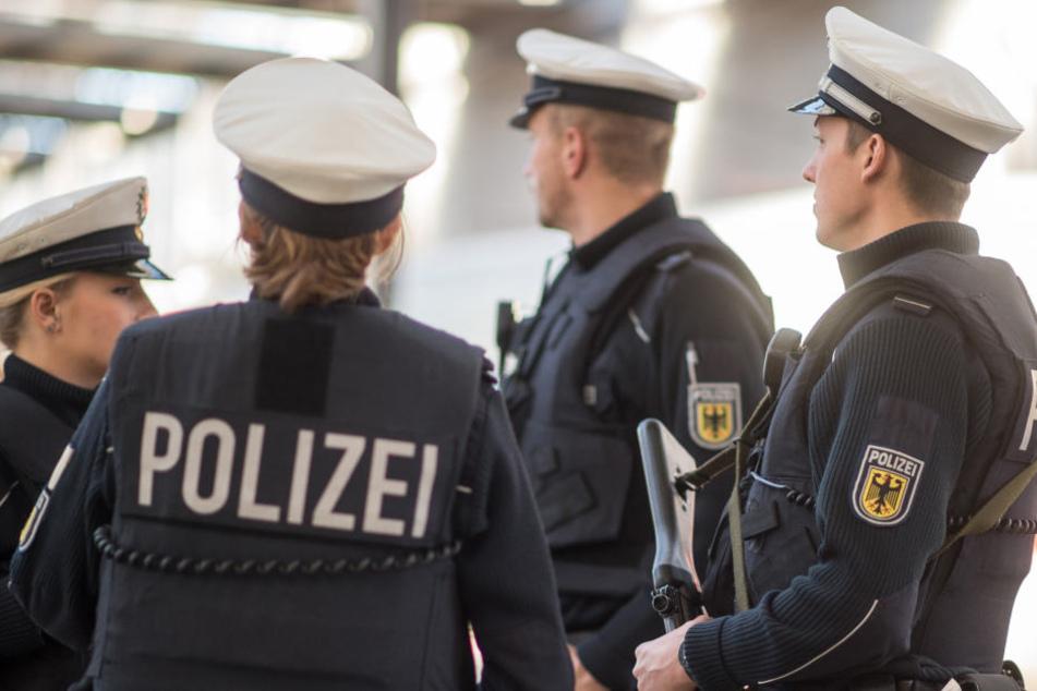 Bundespolizisten wurden am Hauptbahnhof Halle von einem Pöbler bespuckt. (Symbolbild)