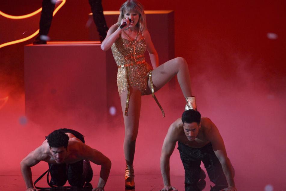 Taylor Swift entthront Michael Jackson als König der American Music Awards