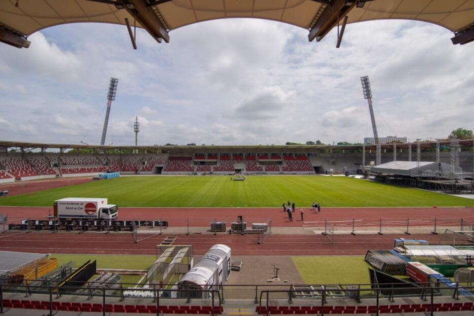 Zu der Gewalt kam es kurz vor Ende des Spiels vor dem Steigerwaldstadion.