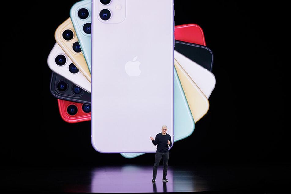 Tim Cook (58), Geschäftsführer von Apple, spricht über das neue iPhone bei einer Produktvorstellung.