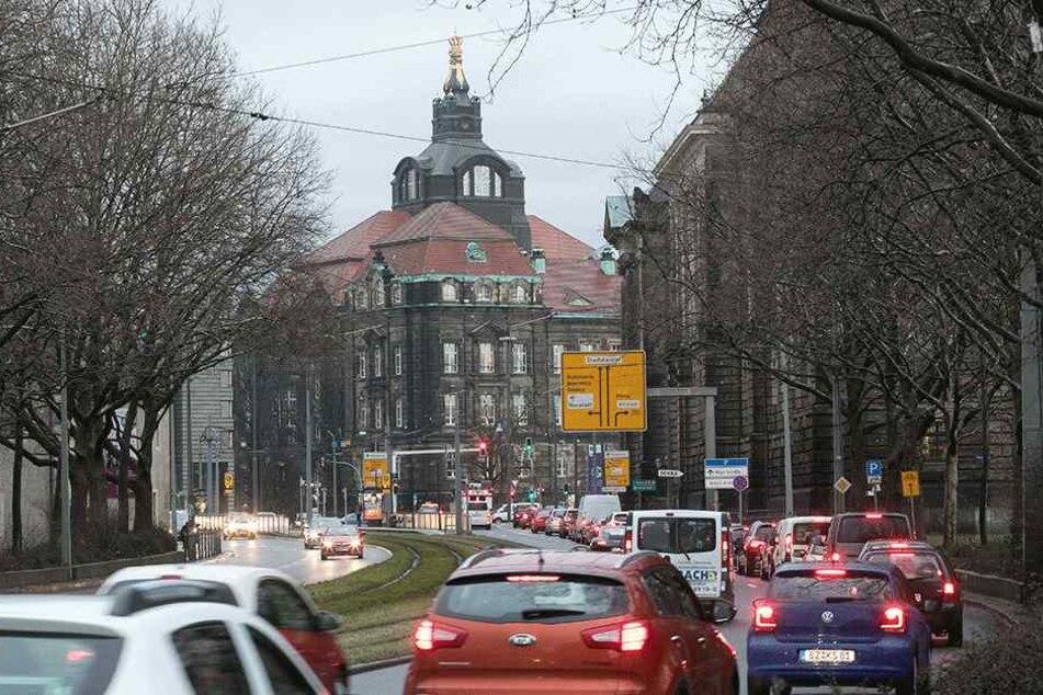 Um zu wissen, wo und wieso Stau entsteht, überwacht Dresden den Verkehr.