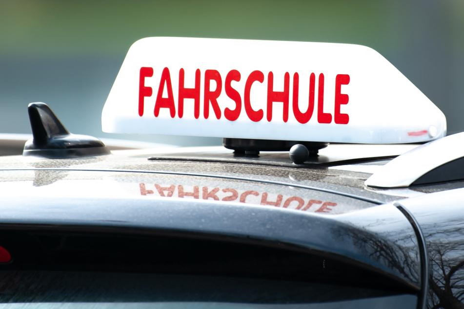 Die Fahrstunde einer 16-Jährigen endete im Krankenhaus. Sie war zwischen Nordhausen und Sondershausen bei einem Unfall schwer verletzt worden. (Symbolfoto)