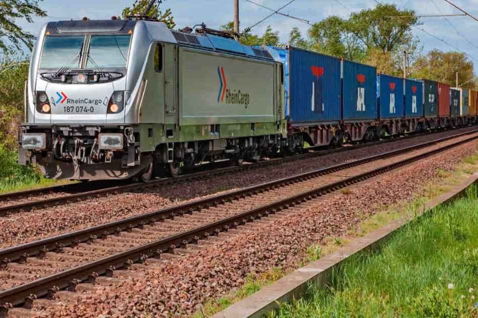 Der Zug zwischen Köln und Hamburg rollte am Montag zum ersten Mal.