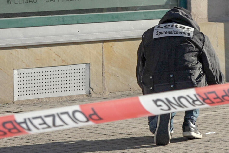Frau mit Messer brutal attackiert: Verdächtiger von Polizei verhaftet