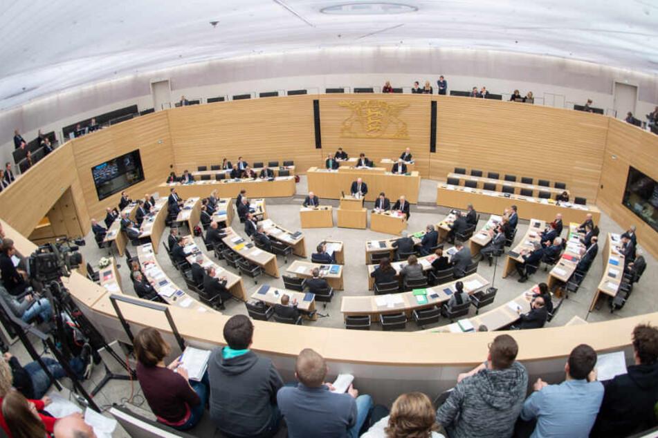 Die Abgeordneten des baden-württembergischen Landtags stimmen am Mittwoch in Stuttgart über die geplanten Korrekturen an der Polizeireform ab. (Archivbild)