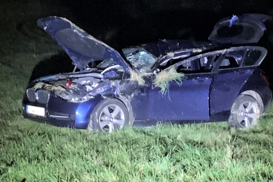 Das Autowrack nach dem Unfall auf der L202 in Rheinland-Pfalz.