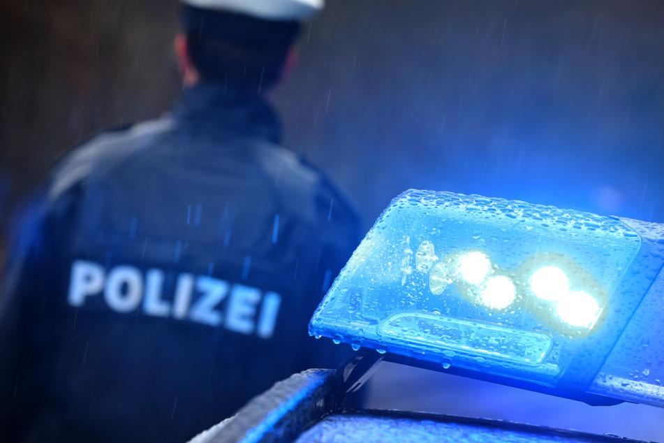 Spritztour mit fremdem Auto? Polizei schnappt Duo und muss Mann fesseln
