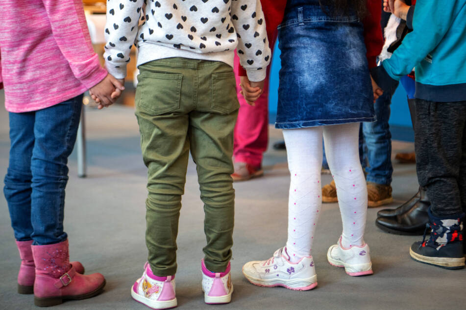 Corona-Ausbruch in Kindergarten! 200 Menschen in Quarantäne!