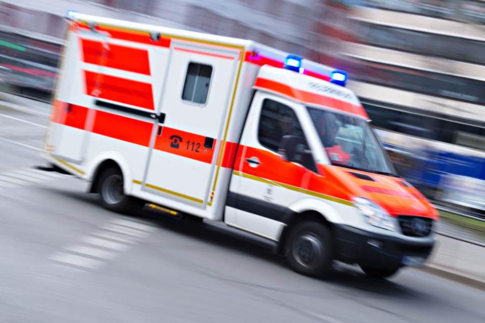 Der Mann konnte sich trotz seiner schweren Verletzungen noch selbst Hilfe holen, doch erlag schließlich seinen Verletzungen. (Symbolbild)