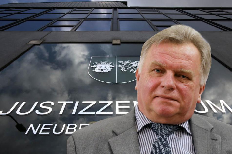 Ex-Verkehrsminister Günther Krause (64) droht die Zwangsräumung. (Bildmontage)