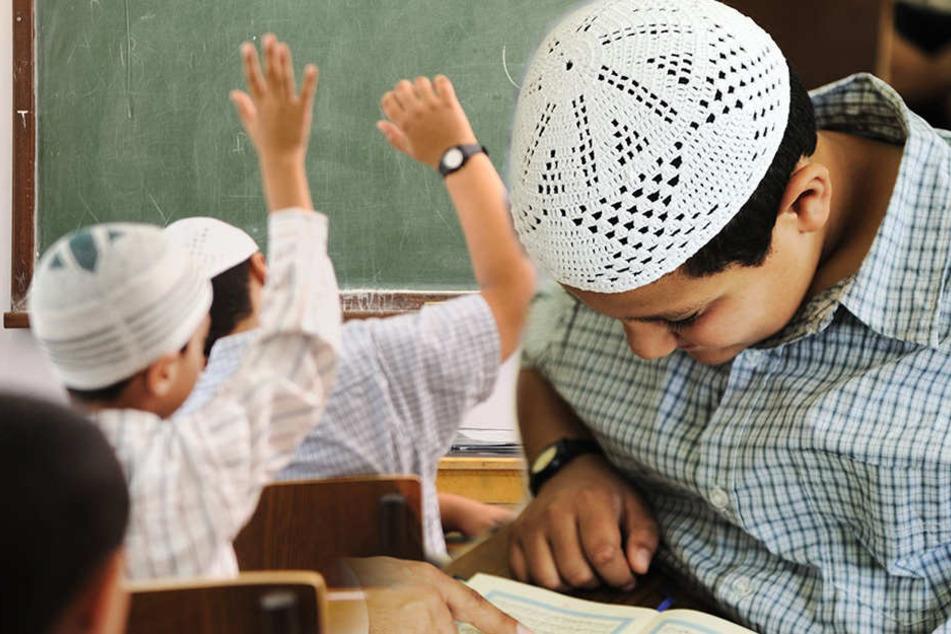 Die Kinder der geflüchteten Menschen sollen in Ausländerzentren unterrichtet werden. (Symbolbild)