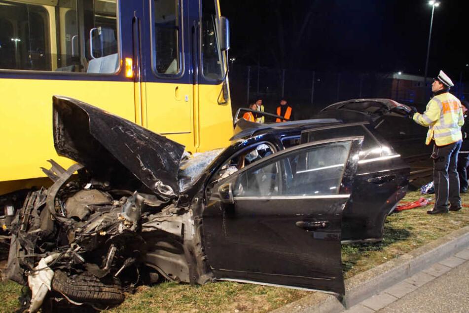 Der Vierjährige starb in den Trümmern des Wagens.